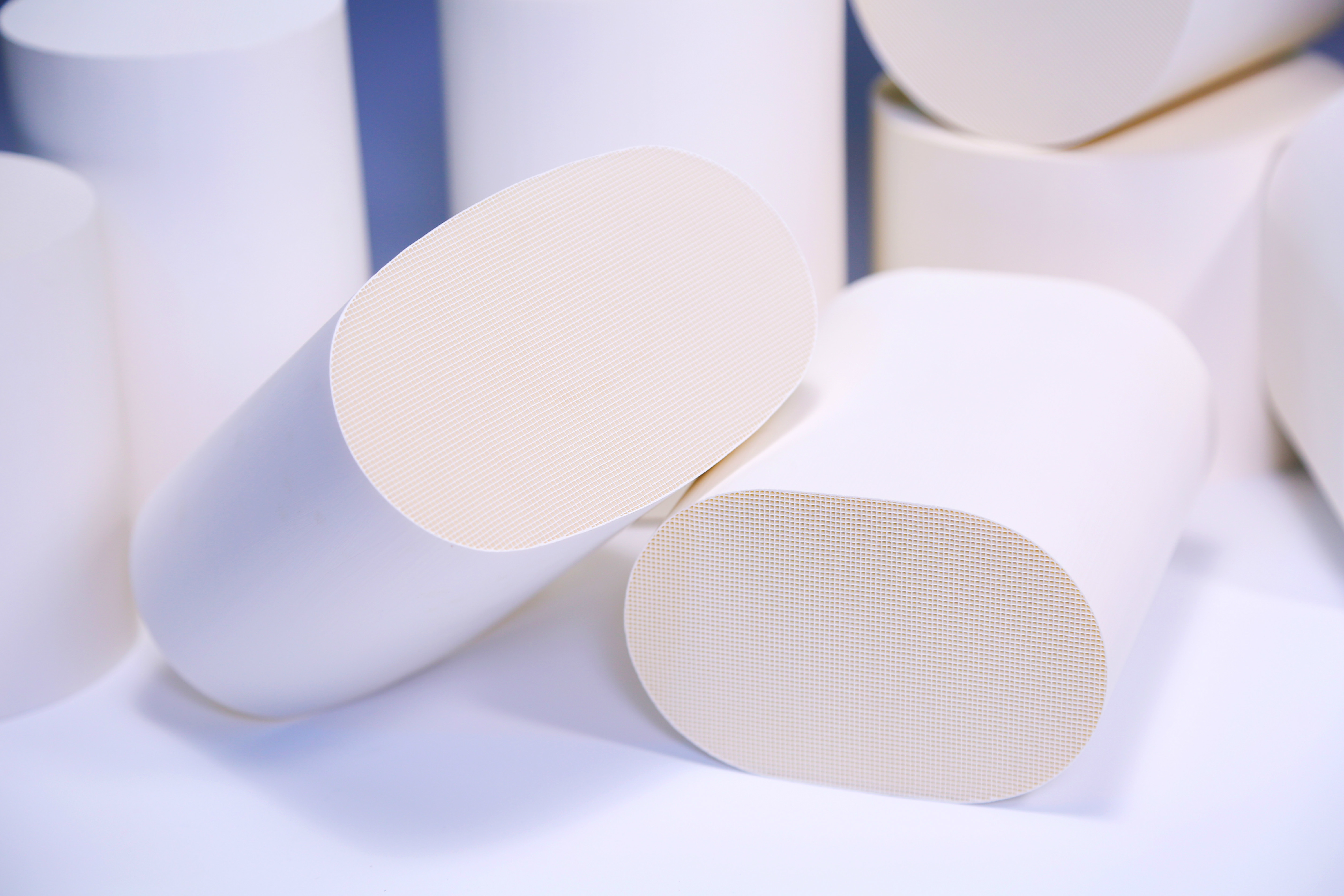 Ceramic catalyst  carrier 300CPSI SCR / DOC , cordierite honeycomb